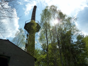 Teetering chimney stack